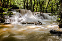 瀑布在热带雨林里 图库摄影