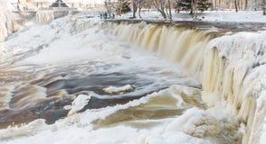 冻瀑布在爱沙尼亚 库存照片