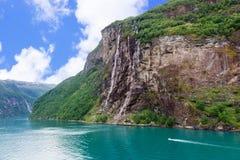瀑布在盖朗厄尔峡湾 免版税图库摄影