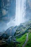 瀑布在约塞米蒂国家公园 图库摄影