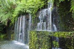 瀑布在雨林里 免版税库存照片