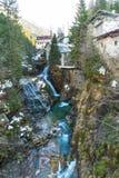 瀑布在滑雪胜地镇坏Gastein,奥地利 库存照片