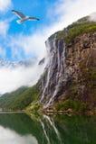 瀑布在Geiranger海湾挪威 库存图片