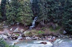 瀑布在Grigorevsky峡谷 库存图片
