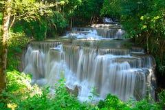 瀑布在Huay的Maekhamin热带深森林里 库存图片