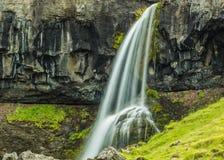 瀑布在Hvalfjord冰岛 图库摄影