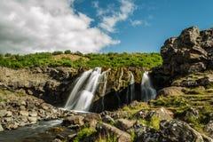 瀑布在Hvalfjord冰岛 库存照片