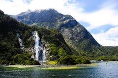瀑布在Milford Sound新西兰 库存照片