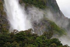 瀑布在Milford Sound,新西兰 免版税库存照片