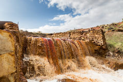 瀑布在Riotinto开采的地区,安大路西亚,西班牙 库存照片