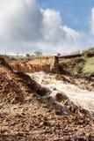 瀑布在Riotinto开采的地区,安大路西亚,西班牙 免版税库存图片