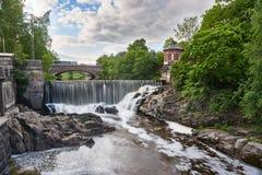 瀑布在Vanhankaupunginkoski,赫尔辛基,芬兰 免版税库存照片