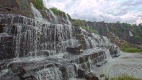 瀑布小瀑布Panagarh宽接近的看法在越南 股票录像
