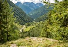 瀑布山风景 犹太教教士谷,特伦托自治省女低音阿迪杰,意大利 免版税库存照片