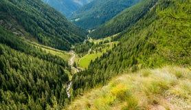 瀑布山风景 犹太教教士谷,特伦托自治省女低音阿迪杰,意大利 图库摄影