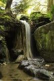 瀑布岩石水池 库存照片