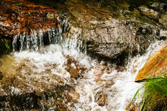 瀑布岩石 库存照片