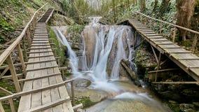 33瀑布手段在索契俄罗斯 免版税库存照片