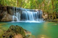 瀑布是美丽的瀑布 免版税库存图片