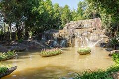 瀑布模型在清莱庭院 图库摄影