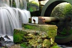 瀑布水车 库存图片