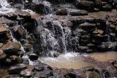瀑布流动的水  库存图片