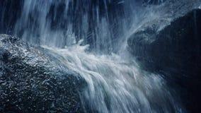 瀑布特写镜头在岩石的 股票视频