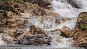 瀑布特写镜头小瀑布在山小河的在公园 影视素材