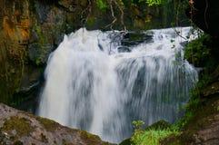 瀑布的力量 免版税图库摄影