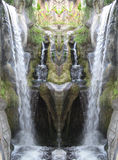 瀑布的镜象在森林里 图库摄影