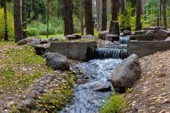 瀑布的风景在公园 免版税图库摄影