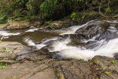 瀑布美丽在kanchanaburi省亚洲东南asi 库存照片