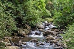 瀑布美丽在kanchanaburi省亚洲东南asi 免版税图库摄影