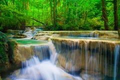 瀑布美丽(erawan瀑布)在kanchanaburi省, 库存图片