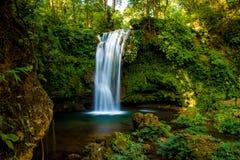 瀑布自然风景 免版税库存照片