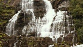 瀑布谷,挪威 瀑布Tvindefossen是最大,并且挪威的最高的瀑布,它的高度是152 m 著名 影视素材