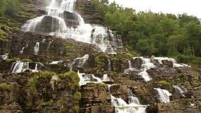 瀑布谷,挪威 瀑布Tvindefossen是最大,并且挪威的最高的瀑布,它的高度是152 m 著名 股票视频