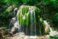 瀑布银色小河在克里米亚乌克兰 免版税图库摄影