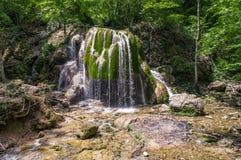 瀑布银色小河在克里米亚乌克兰 免版税库存图片