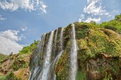 瀑布顶面春天 库存图片