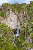 瀑布高加索峡谷峭壁  免版税库存图片