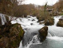瀑布,在弗尔巴斯河,巴尼亚卢卡的Krupa 免版税库存图片