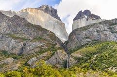 瀑布,托里斯del潘恩国家公园,智利 免版税库存照片