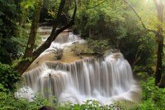 瀑布, Huay mae kamin第4级北碧 免版税库存图片