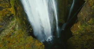 瀑布Gljufrabui的顶面鸟瞰图在冰岛 飞行在河,水湍流的直升机跌倒 影视素材