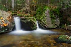 瀑布Hochfall在秋天期间的博登迈斯在巴伐利亚,德国 免版税库存照片