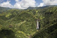 瀑布Manawaiopuna鸟瞰图在侏罗纪公园下跌,使用,考艾岛,夏威夷 免版税库存图片