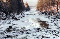 瀑布Probiy 喀尔巴阡山脉的Prut河 亚列姆切周围  免版税库存图片