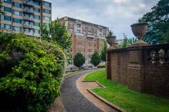 灌木和走道在子午小山在华盛顿特区停放, 库存图片