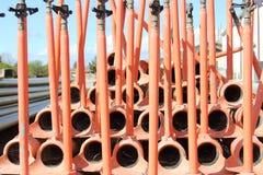 灌溉为存贮用管道输送,在彼此堆积的红色 库存图片